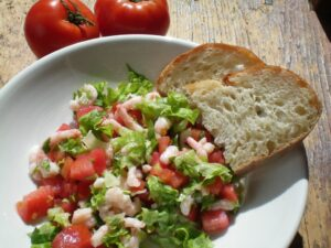 Salade de crevettes nordiques aux tomates