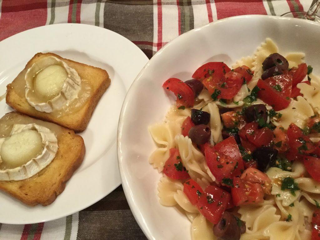 Farfalles tièdes aux tomates fraîches: Rapide et rafraîchissant