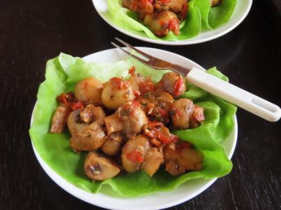 Champignons marinés au tomate