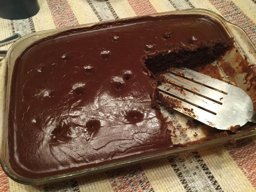 Gâteau *poke* au chocolat