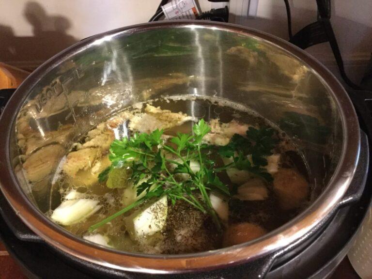 Bouillon de poulet dans l'Instant Pot