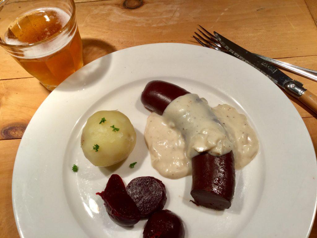 Cuisine québécoise: Boudin en sauce béchamel aux oignons